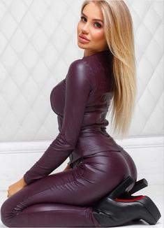 Leather Catsuit, Leather Pants, Mode Des Leggings, Sexy Outfits, Fashion Outfits, Looks Pinterest, Leder Outfits, Sexy Latex, Leather Dresses