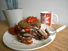 Panquecas de alfarroba com ricotta e morangos. Delicioso brunch ^^. Receita em www.pimentadoce.net