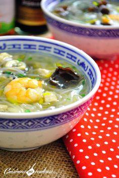 Soupe chinoise : poisson, dinde, crevettes, champignons noirs, vermicelle, carotte, oignon, bouillon de poisson, bouillon de pouletsauce soja