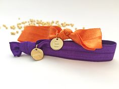 Superchicke elastische Hairties in lila und orange. #braclets #elastic #pearls #armbänder #hairties #DPbeanies Coin Purse, Purses, Wallet, Orange, Lilac, Handbags, Purse, Bags, Diy Wallet