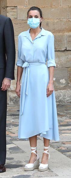 Princess Letizia, Queen Letizia, Blue Shirt Dress, Dress With Bow, Lawyer Fashion, Lawyer Outfit, Estilo Real, Ladylike Style, Royal Dresses