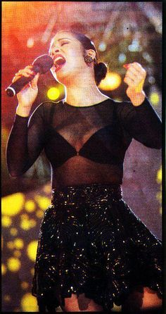 Selena doing what she does best. Selena Quintanilla Perez, Selena Quintanilla Birthday, Selena Costume, Divas, Selena Pictures, Stage Outfits, Role Models, My Idol, Passion For Fashion