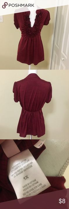 Ruffled top Slimming and can be dressed up or down Tops Blouses