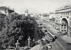 Prima dell'inizio dei lavori per la Metropolitana (1958-64), Corso Venezia era affollato di tram: a fianco dei Giardini Pubblici, un 22 effettuato con una vettura a carrelli serie 1500 precede una meno diffusa vettura serie 5000