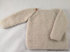 Jersey para bebe tejido a mano. Talla: 0-3 meses. Materiales utilizados: 1 ovillo de katia peques, agujas de punto del número 3, tijeras, aguja lanera, ...