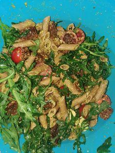 Koude pastasalade met pesto en  gedroogde tomaat Seaweed Salad, Pesto, Ethnic Recipes