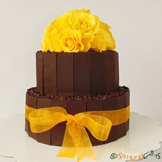 Tort aniversar cu ciocolata si vanilie Tortul acesta minunat, l-am făcut pentru majoratul fetei mele celei mici. L-am decorat cu trandafiri naturali...