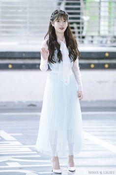 Iu Fashion, Kpop Fashion Outfits, Stylish Outfits, Korean Fashion, Cute Skirt Outfits, Cute Skirts, Iu Hair, Beauty Shoot, Velvet Fashion