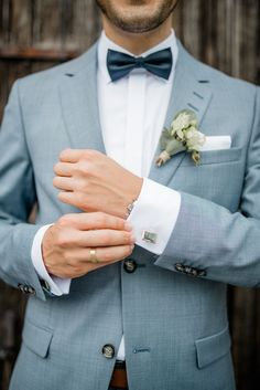 I love light blue suits for weddings. Such a happy party can with hel . - I love light blue suits for weddings. Such a happy party can be celebrated with bright and friendly - Wedding Groom, Wedding Men, Wedding Dress, Costumes Bleus, Winter Wedding Colors, Groom Outfit, Groom Style, Groom And Groomsmen, Marie