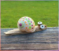 Small natural snail decorated with Posca markers. www. Small natural snail decorated with Posca markers. www. Diy For Kids, Crafts For Kids, Diy And Crafts, Arts And Crafts, Decor Crafts, Posca, Shell Crafts, Nature Crafts, Land Art