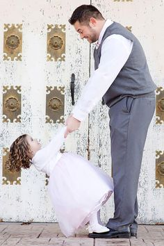 50 Father Daughter Photos That'll Melt Your Heart - Vater Daddy Daughter Pictures, Father Daughter Pictures, Father Daughter Wedding, Daddy Daughter Dates, Father Daughter Tattoos, Fathers Day Pictures, Fathers Day Photo, Mother Daughters, Dance Photos