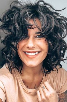 Outstanding Shag Haircut Ideas For All Textures, Lengths, And Tastes ★ Wavy Haircuts Medium, Curly Shag Haircut, Wavy Layered Hair, Modern Shag Haircut, Short Shag Haircuts, Layered Haircuts With Bangs, Haircuts For Wavy Hair, Short Wavy Hair, Curly Hair Cuts