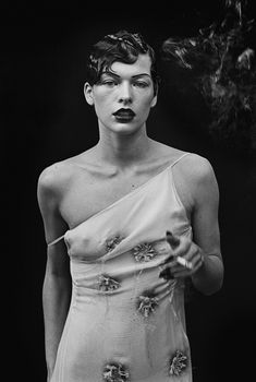 Inside the late photographer Peter Lindbergh's final project, Untold Stories - Vogue Australia Walker Evans, Tim Walker, Karen Elson, Paolo Roversi, Milla Jovovich, Peter Lindbergh, Linda Evangelista, Anna Wintour, Claudia Schiffer