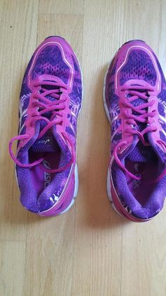 43e38a82a661 LADIES ASICS ATHLETIC RUNNING SHOES - GEL KAYANO 22 - SIZE 9.5M - GOOD  CONDITION