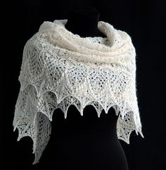 Echo Flower Shawl pattern by Jenny Johnson Johnen Lovely free lace knitting patterns. This shawl looks amazing, and it really isn't as hard as it looks. Lace Knitting Patterns, Shawl Patterns, Lace Patterns, Knitting Stitches, Free Knitting, Finger Knitting, Knitting Machine, Stitch Patterns, Knitted Shawls