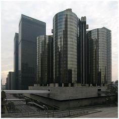 The Westin Bonaventure Hotel / 35 floors / 1000 hotel rooms
