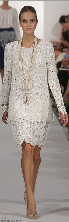 Oscar de La Renta Spring 2014 RTW ( Working 9 to 5 ) vestido corto encaje Fashion News, Runway Fashion, High Fashion, Womens Fashion, Fashion Trends, Beautiful Outfits, Cool Outfits, Lace Dress, Dress Up