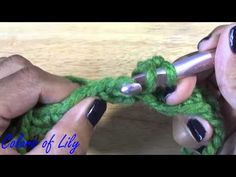This is a simple crochet Tutorial for a cowl scarf. Made with