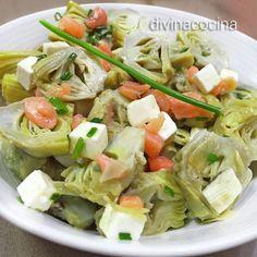Si quieres hacer la ensalada de alcachofas con verduras naturales tendrás que elegir alcachofas medianitas o pequeñas, limpiarlas muy bien de las hojas externas y dejar sólo los corazones, cortarlos por la mitad, frotarlos con limón y cocer al vapor o en agua con sal. Una vez que estén bien escurridas, sigue la receta. Nut Recipes, Light Recipes, Real Food Recipes, Salad Recipes, Healthy Recipes, Salad Bar, Soup And Salad, Sweet Cooking, Artichoke Recipes