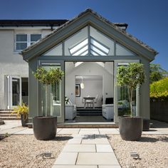 Light and spacious sun lounge - Mozolowski & Murray SG Orangerie Extension, Conservatory Extension, Conservatory Design, Conservatory Interiors, Bungalow Extensions, Garden Room Extensions, House Extensions, House Extension Plans, House Extension Design
