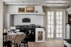 A Dreamy 17th Century Swedish Summer Cottage With a Focus on 'The More the Merrier' Scandi Style, Scandinavian Style, Nordic Style, Swedish Interiors, Have A Lovely Weekend, Cottage In The Woods, Cozy Cabin, 17th Century, Old Houses
