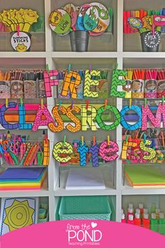 We want to help you make your bulletin board, hallway and classroom displays easier to create with some versatile printable classroom letters. Grab these lovely bulletin board letters for the classroom! Toddler Bulletin Boards, Kindergarten Bulletin Boards, Class Bulletin Boards, Bulletin Board Letters, Reading Bulletin Boards, Kindergarten Lesson Plans, Classroom Bulletin Boards, Classroom Themes, Colorful Bulletin Boards