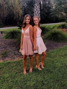 Homecoming Pictures, Homecoming Dresses, Best Friends Chic A-Line V-Neck Short Pink Homecoming Dress with Sequin Prom Pictures Couples, Prom Couples, Prom Photos, Prom Pics, Formal Dance, Formal Prom, Homecoming Poses, High School Homecoming Dresses, Homecoming Group Pictures