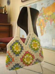 Free tutorial for a Crochet Flower Garden Granny Square to make a pretty bag! - pictures, chart and written pattern