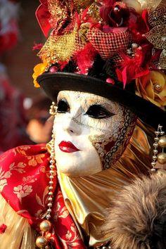 Resplendent carnival mask