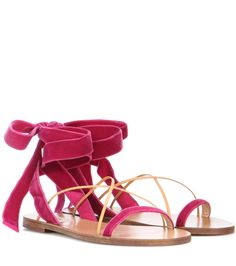 VALENTINO Valentino Garavani Sandalen Aus Samt Und Leder. #valentino #shoes #sandalen