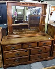 7 Drawer Oak Broyhill Dresser w/ Mirror Hutch