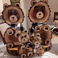 Wood Log Crafts, Log Slices, Cabin Decorating, Decorating Ideas, Craft Ideas, Bear Decor, Wood Animal, Wood Logs, Carving Designs