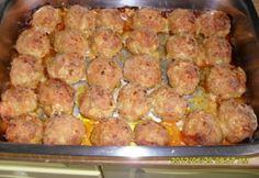 Tepsiben sült fasírtgolyók Meat Recipes, Cooking Recipes, Roasted Pork Tenderloins, Hungarian Recipes, Pork Roast, International Recipes, Food Pictures, Tapas, Food And Drink