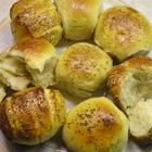 easy dinner roll recipe that does not require kneading...or hopefully any bread-making skill in my case