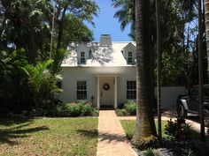 Charmer in Coconut Grove on Avocado St. Coconut Grove, Avocado, Mansions, Architecture, House Styles, Home Decor, Arquitetura, Decoration Home, Lawyer