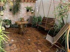 Para aqueles que são amantes do campo e do estilo rústico, saiba que existem diversas maneiras de decoração que você pode se inspirar para criar seu próprio jardim. Como o estilo Rústico remete ao campo e ao ar livre, isso significa espaço, portanto se puder criar uma área de circulação em seu jardim melhor ele