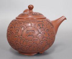Japanese Tokoname 100 daruma teapot by Kodo