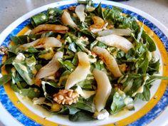 Receta ensalada de espinacas, roquefort, pera, nueces y salsa de mostaza   Cocinar en casa es facilisimo.com