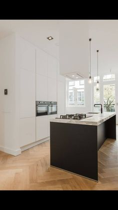 Black and white kitchen design Home Decor Kitchen, Kitchen Living, Interior Design Kitchen, New Kitchen, Diy Interior, Kitchen Ideas, Cottage Kitchens, Home Kitchens, Black Kitchens
