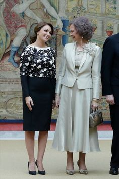 Angelica Rivera Photos Photos - Queen Sofia of Spain (R) and Mexican President's wife Angelica Rivera (L) attend a reception in honour of Mexican President at the El Pardo Palace on June 10, 2014 in Madrid, Spain. - Spanish Royals Host a Reception