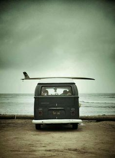 I want a Volkswagen so bad just SO I could take it t the beach with my surfboard on top! Surf Mar, Beach House Style, Vw Minibus, Combi Ww, Vw Camping, Camping Spots, Vw Vintage, Surf Trip, Surf Travel