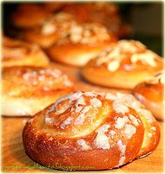 Yeast scent: cinnamon and almond rolls