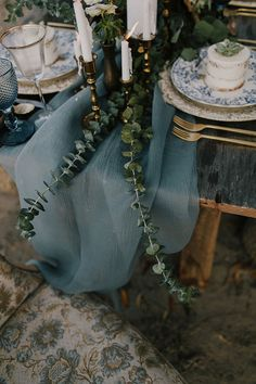pretty little wedding things · dusty blue and copper wedding Teal And Gold, Blue And Copper, Gold Party, Decor Inspiration, Wedding Inspiration, Wedding Themes, Wedding Colors, Wedding Ideas, Wedding Poses