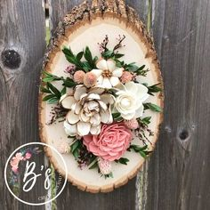Wood slab with wood flowers - Combine Look Sola Wood Flowers, Wooden Flowers, Felt Flowers, Felt Flower Wreaths, Dried Flowers, Pine Cone Art, Pine Cone Crafts, Pine Cones, Easy Diy Crafts