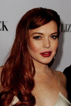 """Quiero conseguir ese mismo pelirrojo que tiene Lindsay Lohan: Es oscuro pero potente. Pero luego me tiño de pelirroja y me gusta ese color neónico... Ahhhhh!!! Odio cuando queda como """"lejia"""""""