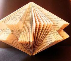 piegare-pagine-libro-divertente-consente-realizzare-figure-originali