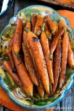 Roasted Carrots Tuscan-Style Roasted Carrots - Simple and flavorful, these roasted carrots are addictively delicious!Tuscan-Style Roasted Carrots - Simple and flavorful, these roasted carrots are addictively delicious! Side Dish Recipes, Vegetable Recipes, Vegetarian Recipes, Cooking Recipes, Healthy Recipes, Vegan Meals, Dishes Recipes, Cooking Ideas, Vegetarian Times