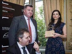 Samanta Schweblin obtiene el Premio de Narrativa Breve Ribera del Duero > http://zonaliteratura.com/index.php/2015/04/09/samanta-schweblin-obtiene-el-premio-de-narrativa-breve-ribera-del-duero/
