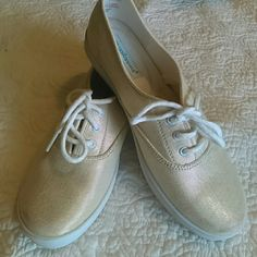 Final Markdow Grasshoppers  Shoes Very confortable canvas Shoes excellent condition. Grasshoppers  Shoes Flats & Loafers