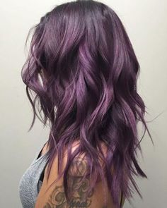Do you want dark purple hair color? We have pictures of Amazing Dark Purple Hair Color Ideas that will inspire the purple diva in you! Purple Tinted Hair, Subtle Purple Hair, Purple Hair Highlights, Hair Color Purple, Red Purple, Balayage Hair Purple, Purple Style, Silver Purple Hair, Short Purple Hair